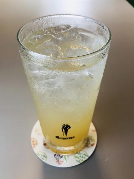 果汁たっぷりの一作農園のリンゴジュースをウォッカベースのサワーで絶妙のフルーティーな味わい。
