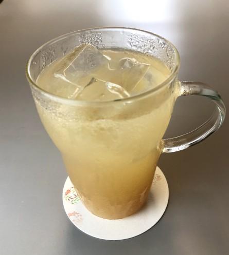 ブレンドされたリンゴの果肉がつまっているような飲みごたえがたまらないリンゴジュースはこのように。